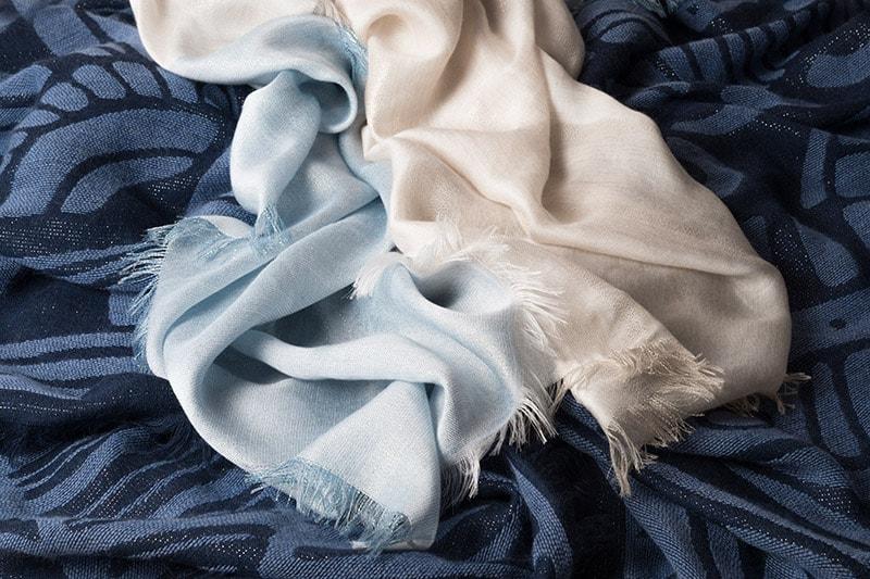 Sciarpe blu e celesti