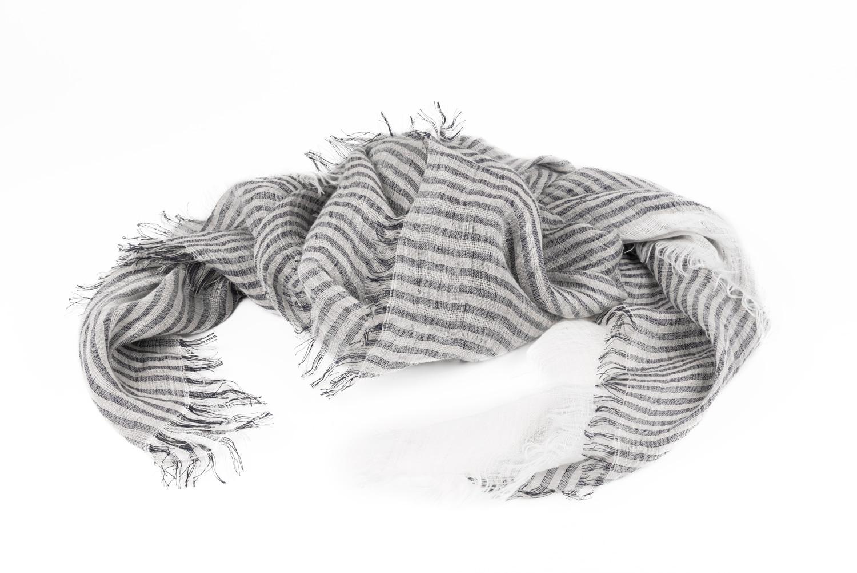 Sciarpe realizzate in tessuti ecosostenibili